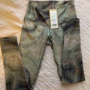 Niyama Sol green patterned leggings NWT!